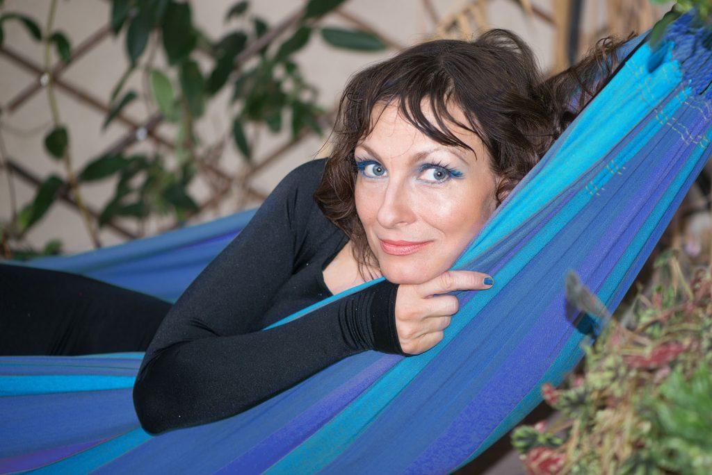 Леся Тышковская в гамаке